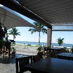 tomar café de frente pra praia