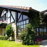 Precioso caserio vasco, situado en el barrio de Andra Mari de Getxo, a 15 kms. de Bilbao.
