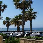 terrasse sympa à l'avant de l'hôtel