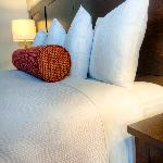 Spacious king bedded rooms offer plush pillow mattresses and luxury duvet bedding for a great sl