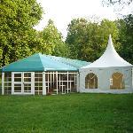 espace de réception sur la pelouse du château