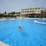 pool B)
