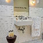 William's room bathroom