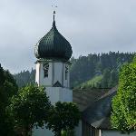 Kirche  und  Sprungschanze Hinterzarten Juni 2012