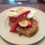 French Toasts with Peanut Butter and Fresh Fruit Toppings