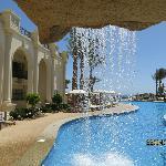 Cascade piscine rez jardin