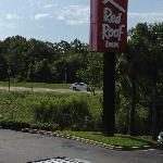 Red Roof Inn, Interstate View