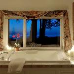 Romantic Jacuzzi Spa for Two - Cedar Suite