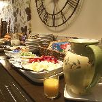 Lauriston Court Hotel Breakfast Bar...