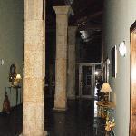 Gang in hoofdgebouw met nog originele pilaren