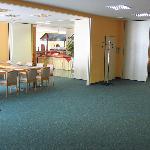 Breakfast room/business center