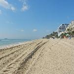 la spiaggia vicina al resort