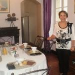 The host - Jenia