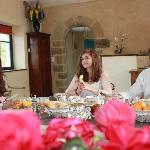 www.manoirclosclin.fr : petit déjeuner dans le séjour