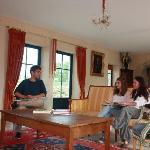 www.manoirclosclin.fr : bonne humeur dans la partie salon du séjour