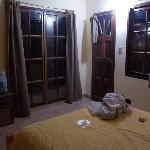 la habitacion (1 cama doble y 1 cama de una plaza)