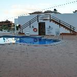Zona trasera más piscina