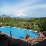 Pool mit Blick Richtung Volterra