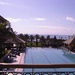 Zimmer mit Pool- und Meerblick