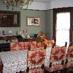 Green Oaks Breakfast room