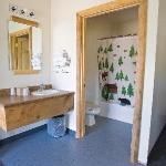 New bathroom in 2 queen rooms