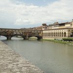 Passage rossing the river then into the Uffizi