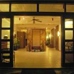 hotel's entrance & lobby