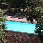 Blick auf Pool von Terrasse