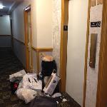basura frente al ascensor