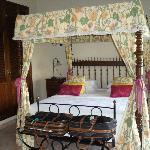 room joana - bed