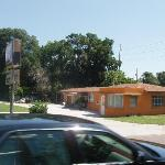 BARTOW, FLORIDA  BUDGET INN MAIN OFFICE