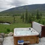 Der Hot Tub mit Blick auf die Wiesen