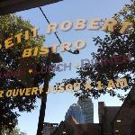 Foto de Petit Robert Bistro Columbus Avenue