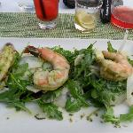 coriander & lemon poached shrimp with salad greens with Mighty Leaf Pomegranate Berry Ice Tea