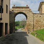 Porta per accedere in Asciano
