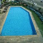 Blick aus dem 2. Stock auf den Pool