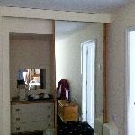 Kettle in wardrobe space - no plug