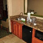 small king suite kitchenette area