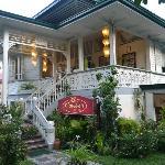 Claude's Le Cafe de Ville