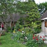 Le Clois Fleuri  gardens and B&B