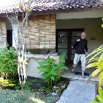 l entrée de la chambre et la terrasse