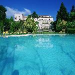 Parador y piscina de temporada