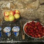 Fresh fruits and yoghurts