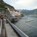 Atrani därborta, ett stenkast från Amalfi