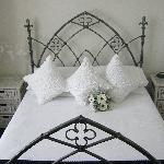 Carisbrooke Double Room King Bed