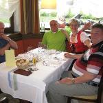 Die humorvolle Serviererin beim Ladinischen Dinner