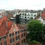 vista sui tetti e cortili antistanti l'hotel Astrid