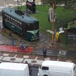 El famoso tranvía de Santos desde la ventana del hotel