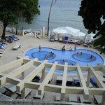 jacuzi numa piscina perto do restaurante o pescador