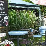 Eingang zum wohl kleinsten Cafe der Welt.